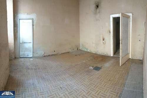 Ihren Wohnraum selbst gestalten. 3 ZImmerwohnung im Erdgeschoss, komplett sanierungsbedürftig