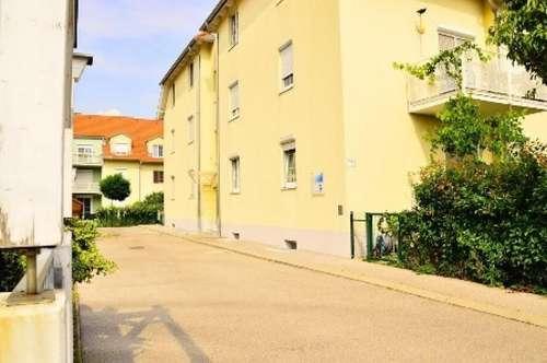 TOP LAGE - Geförderte 3-Zimmer-Garten-Wohnung mit Tiefgaragen-Stellplatz