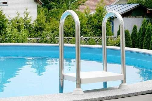 ** Villa mit Swimmingpool ** Terrasse 75m² ** 6 PKW-Plätze ** € 599.000.- **