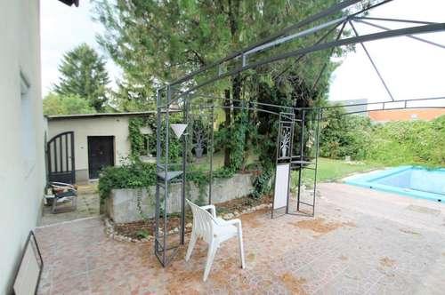 ++Ein-/Mehrfamilienhaus 230m² Wfl. 9 Zimmer, Balkon und Terasse+Garten 697m² mit Pool   ++