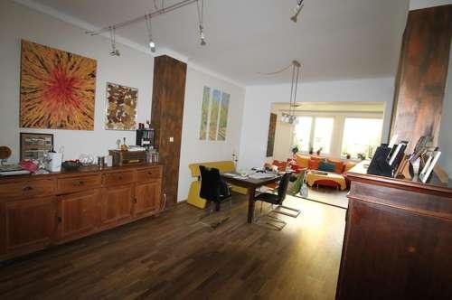 Einfamilienhaus--Modern eingerichtet--Haupthaus 220m²Wfl.& Nebenhaus 80m²Wfl.--großer Garten