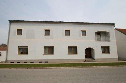 ++Zweifamilienhaus auf zwei Etagen ++  Ruhige Lage++Eindrucksvoller Garten++ S-Bahn Nähe++12 zimmer++Terasse++Balkon++Abstellplatz++