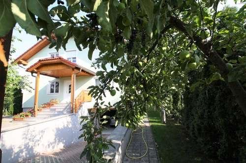 -- NUR 30 MINUTEN VON WIEN ENTFERNT!! -- Einfamilienhaus mit 8 Zimmer -- WFL. ca. 247m² -- Balkon und Terrasse --