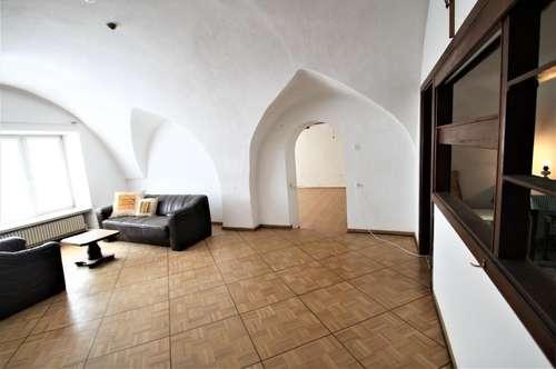 ** Zentrale Lage ** Hainburg a. d. Donau ** Haus mit zwei Lokale  ** Großes Potenzial ** Grundstück 473 m² **