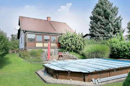 Ruhiges Haus mit sonnigem Garten: 6 Zimmer, Garage, Vollkeller, Pool, Wintergarten etc. um nur € 379.000.-