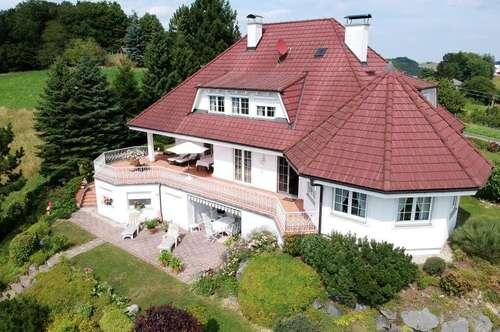 Nähe Therme Loipersdorf: Exklusive Villa in einzigartiger Lage mit wunderschönem Panoramablick!