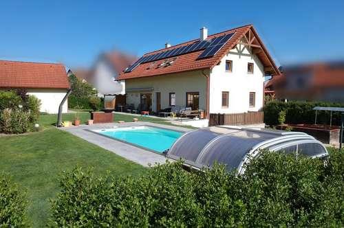Ruhige, zentrale Lage: Wunderschönes Einfamilienhaus (201m²) mit Pool und Sauna in Fürstenfeld!