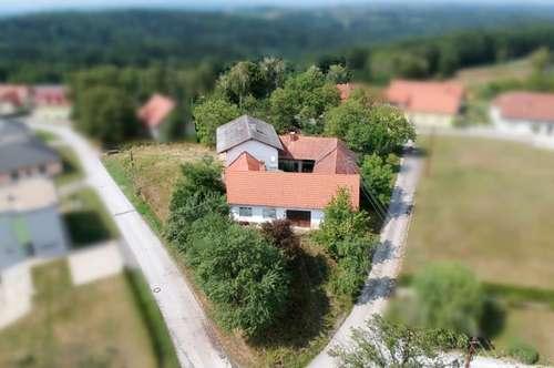 Generalsanierungsbedürftiger Vierkanthof (250m²) in ruhiger, sonniger Lage mit Ausblick in die Oststeiermark!