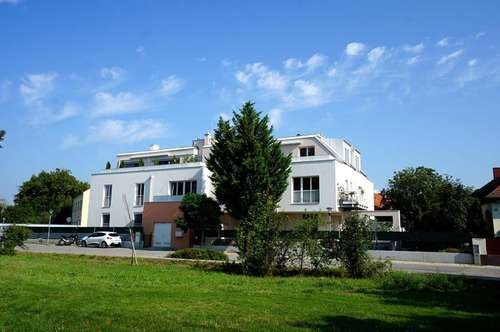 Ruhige Dachgeschoßwohnung mit zwei Terrassen - ERSTBEZUG!