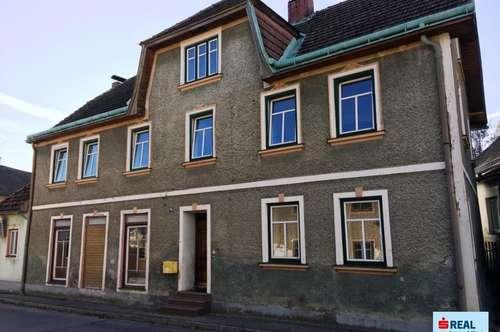 Großes Wohnhaus mit ca. 200 m² Lagerfläche