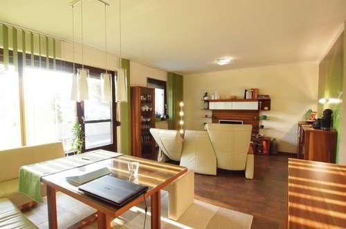 Voll möblierte ca. 96 m ² große 3-Zimmerwohnung mit Loggia und eigenem Parkplatz!