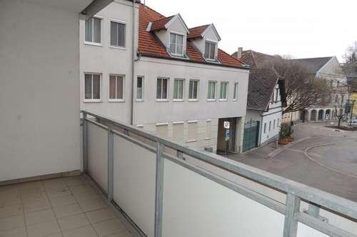 Zentrum Stockerau: schöne 3 Zimmer Wohnung mit Loggia zu mieten