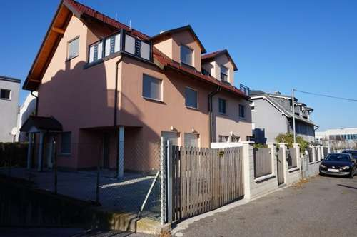 Tenant sought for spacious semi-detached house! Suitable for shared living! Close to the International School and VetMed University!