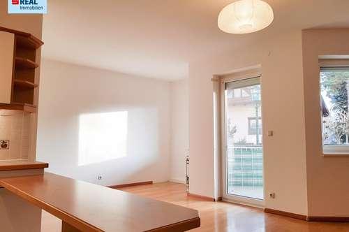 Sehr schöne, helle 2 Zimmerwohnung mit Loggia und Garage