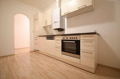 Optimale aufgeteilte 2 - Zi. WHG mit Küche inkl. Geräte & Balkon in Ruhelage