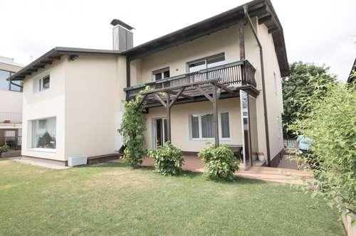 Bezirk MÖDLING, Gießhübl: sehr großzügiges Wohnen mit Fernsicht + pflegeleichtem Garten und Garage