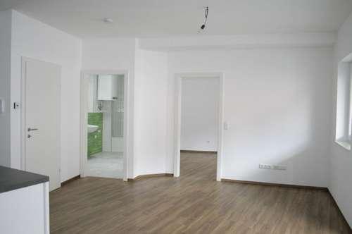 Hochwertige Wohnung mit Balkon, Küche und Parkplatz!