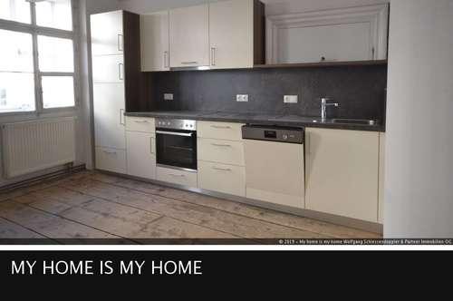 SALZBURG ALTSTADT I Gemütliche 2-Zimmer Altbauwohnung mit Stuckdecke + Wohnküche