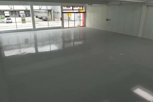 Verkaufs-/Austellungsflächen mit Lager und Parkplätzen