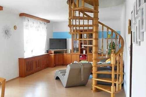 Großzügiges Ein- od. Zweifamilienhaus mit Doppelgarage und Pool, Obj. 12453-CL