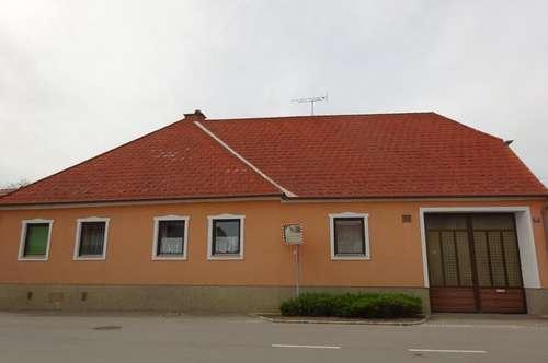 Gediegenes Wohnhaus mit Baugrundstück in Retz