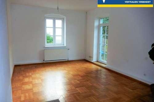 Tolle Wohnung in einer Altbauvilla mit Balkon!