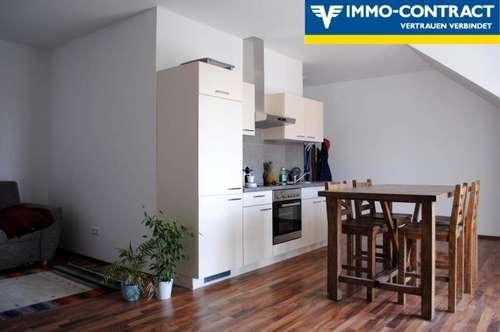 Schöne Dachgechoss Wohnung in Top Lage