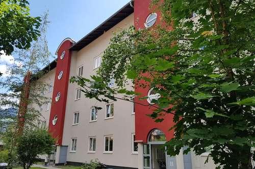 Geförderte 3- Zimmer Wohnung im 1. Obergeschoss mit Tiefgaragenplatz!