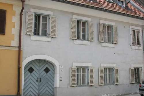 ZU VERMIETEN: 3-Zimmerwohnung im Dachgeschoss mit Balkon