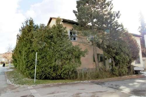 Renovierungsbedürftiges Mehrfamilienhaus in guter Lage