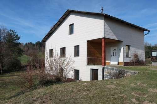 Kleines renovierungsbedürftiges Haus