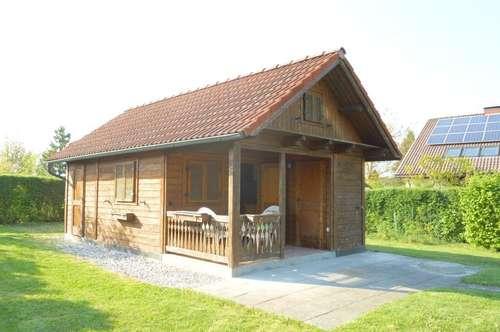 Sonniges Baugrundstück mit Gartenblockhaus