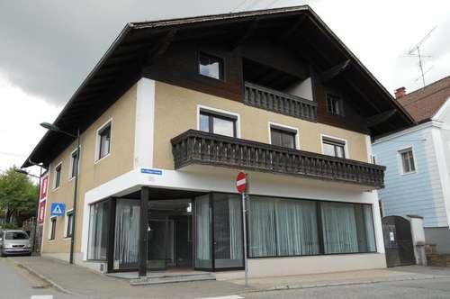 Großes Wohn- und Geschäftshaus im Ortszentrum