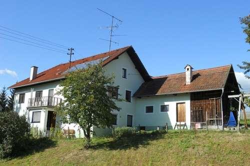 Großes Wohnhaus mit Nebengebäude