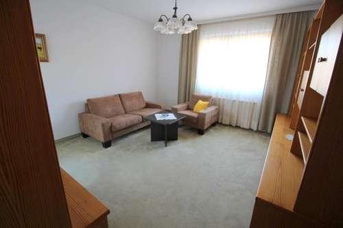 Sehr schöne 3 Zimmer Mietwohnung mit Südloggia
