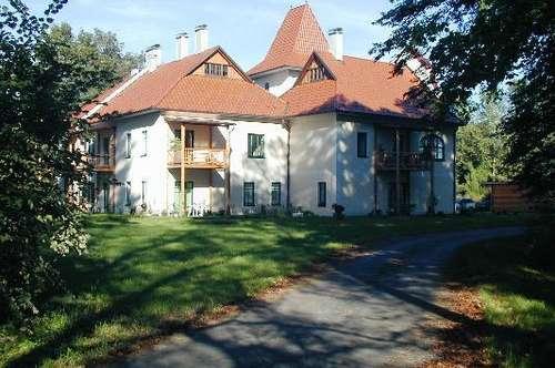 Wohnen im Park Wohnung 2 im EG mit Eigengarten