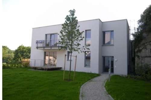 Schöne Wohnung mit Garten, Balkon, Garage und Parkplatz