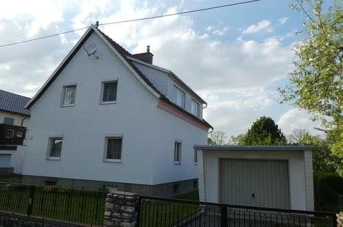 Wohnhaus mit 1000 m² Grund