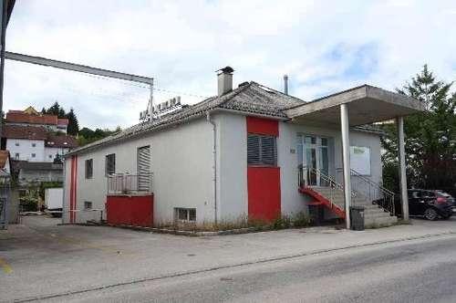 Vielfältiges Bürohaus mit Lager und Ausstellungsfläche