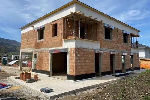 Doppelhaushälfte - belagsfertig - in sonniger Lage