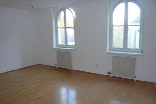 freundliche 2-Zimmer-Mietwohnung in zentraler Lage mit Balkon