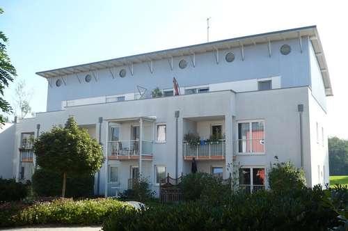 zur Miete: Dachterrassen Wohnung mit Tiefgargen-Stellplatz