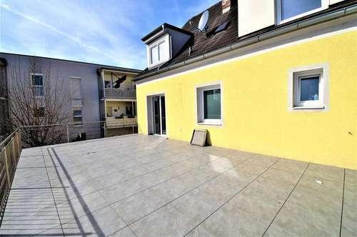 TOP SANIERTE WOHNUNG MIT 50 m²-BALKON UND NEUER KÜCHE