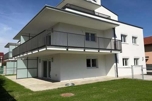neuwertige 3-Zimmer Etagenwohnung mit Balkon und PKW-Stellplätzen