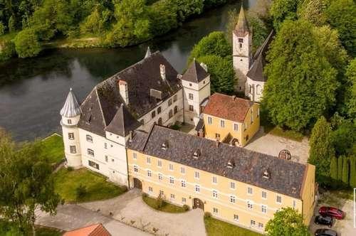 Historische Schlossanlage im Innviertel