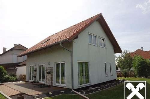 Gepflegtes Einfamilienhaus mit Wohnbauförderung und Keller auf großem Grundstück !