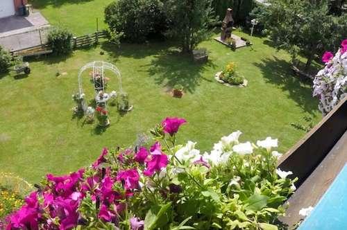 Mehrfamilienhaus mit 3 Wohnungen und großem Garten