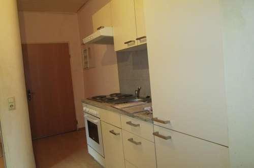 Günstige kleine 1 Zimmer Wohnung mit kleiner Küche extra!