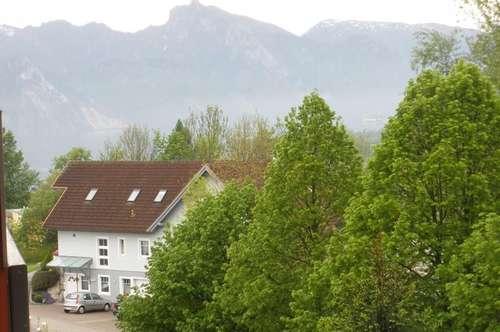 Feine Dachgeschosswohnung mit Fernblick und Abendsonne