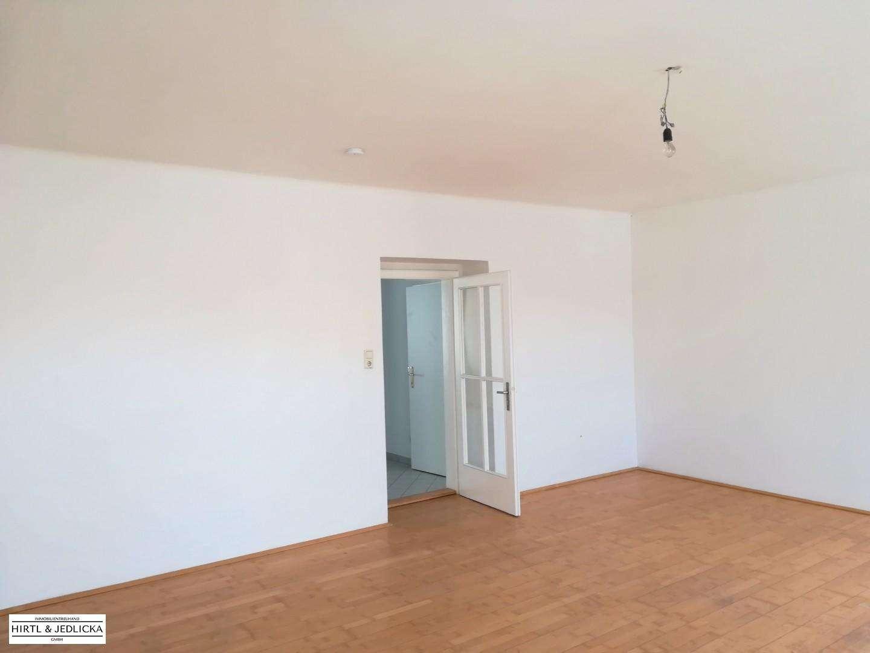 2-Zimmer Wohnung am Hauptplatz in Wiener Neustadt (für eine WG gut geeignet)